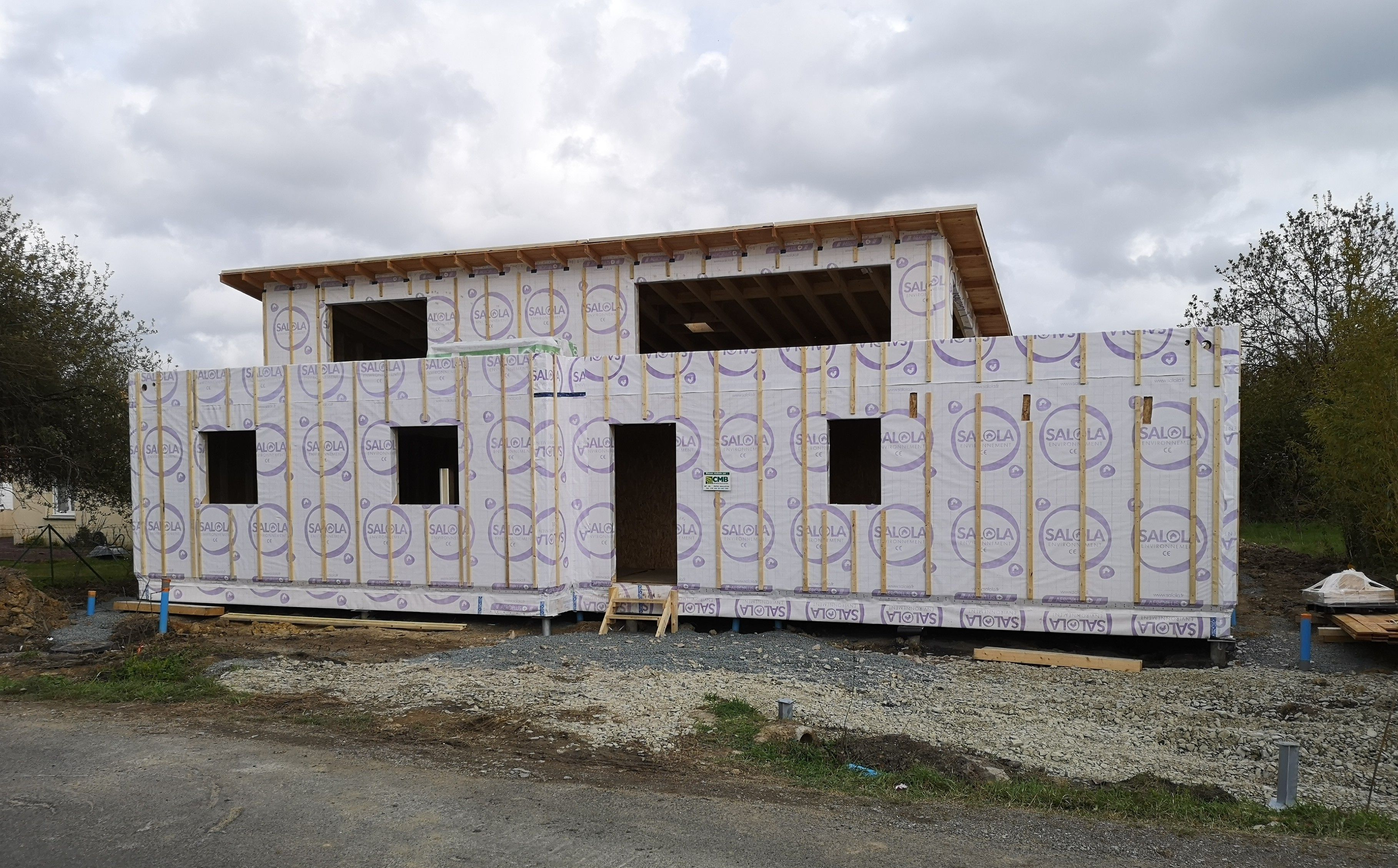Chantier en cours d'une maison à ossature bois sur pieux SAINT MARS DU COUTAIS (44)