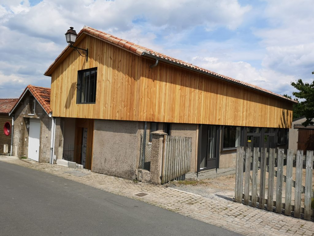Rénovation d'un ancien atelier en maison d'habitation MORTAGNE SUR SÈVRE (85)